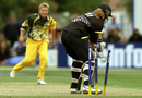 Cathryn Fitzpatrick bowls Katrina Keenan, New Zealand v Australia, women's World Cup final, December 23, 2000