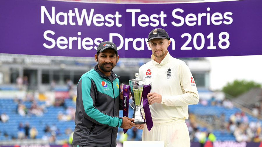 Sarfraz Ahmed and Joe Root with the shared series trophy