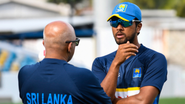 Dinesh Chandimal has a chat with head coach Chandika Hathurusingha