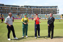 Dane van Niekerk calls as Heather Knight tosses the coin, England v South Africa, women's T20 tri-series, Taunton, June 23, 2018