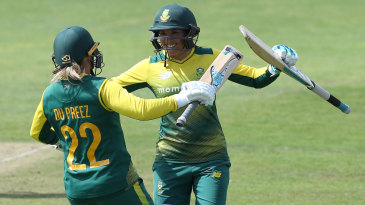 Sune Luus celebrates with Mignon du Preez after hitting the winning runs