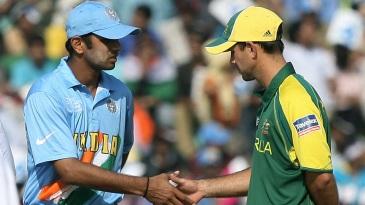Rahul Dravid shakes hands with Ricky Ponting