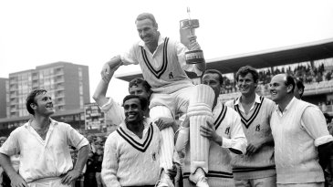 Warwickshire captain Alan Smith is chaired by his team-mates