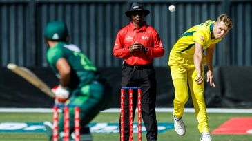 Billy Stanlake bowls against Pakistan