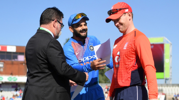 Virat Kohli and Eoin Morgan share a laugh at the toss