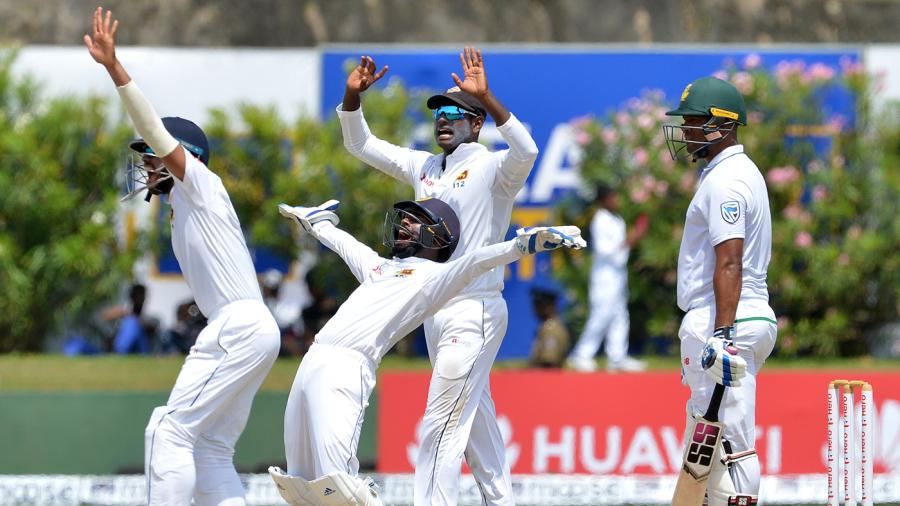 The Sri Lanka in-fielders appeal for a wicket