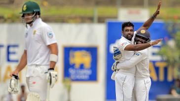 Dilruwan Perera gets a hug from Niroshan Dickwella