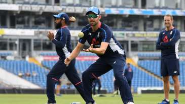 Mark Wood trains ahead of the third ODI