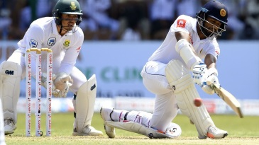 Dimuth Karunaratne profited from sweeps