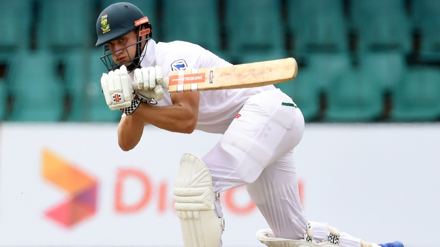 Theunis de Bruyn en route to his maiden Test century