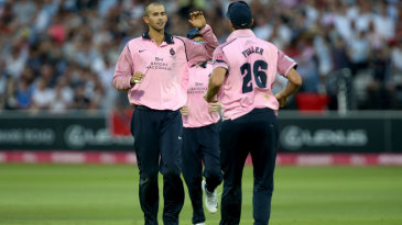 Ashton Agar picked up vital wickets