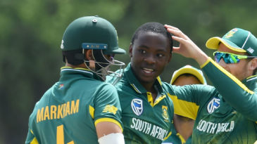 Kagiso Rabada is mobbed by his mates as he sends back Kusal Mendis