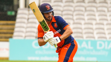 Ryan ten Doeschate flicks through the leg side