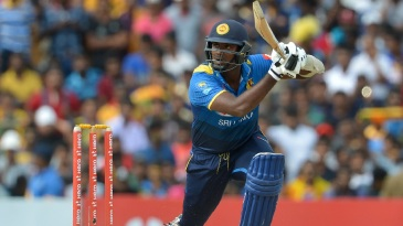 Angelo Mathews took charge in the middle overs