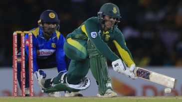De Kock stretches out for a sweep