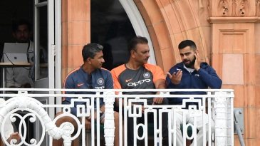 Virat Kohli, Ravi Shastri and Sanjay Bangar deep in discussion