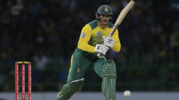 Quinton de Kock sets off for a run