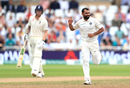 Mohammed Shami exults after dismissing Ollie Pope, Keaton Jennings is annoyed, England v India, 3rd Test, Trent Bridge, 4th day, August 21, 2018