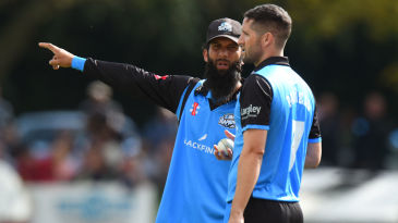 Moeen Ali in deliberations with Wayne Parnell during Worcestershire's win in the Vitality Blast quarter-finals