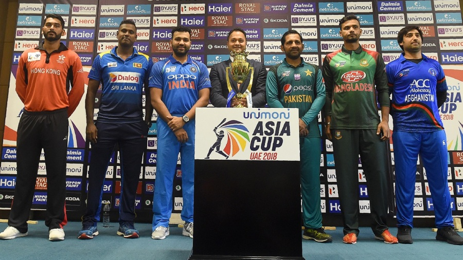 Anshy Rath, Angelo Mathews, Rohit Sharma, Sarfraz Ahmed, Mashrafe Mortaza and Asghar Afghan with the Asia Cup trophy