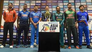 Anshy Rath, Angelo Mathews, Rohit Sharma, Sarfraz Ahmed, Mashrafe Mortaza and Asghar Afghan with the Asia Cup trophy