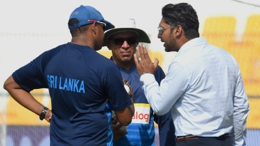 Kumar Sangakkara chats with the Sri Lanka support staff