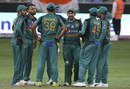 Sarfraz Ahmed gives his team a talk, India v Pakistan, Asia Cup 2018, Dubai, September 19, 2018