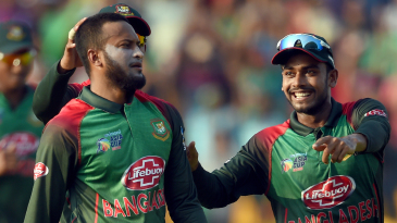Shakib Al Hasan hurt Afghanistan in the middle overs