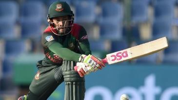 Mushfiqur Rahim goes for a reverse sweep