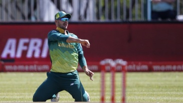 Aiden Markram has a shy at the stumps