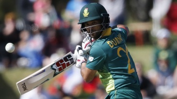 JP Duminy steers the ball away