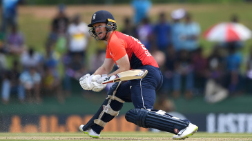 Eoin Morgan reverse-sweeps