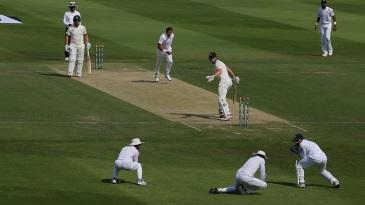 Haris Sohail takes a catch at first slip to dismiss Shaun Marsh