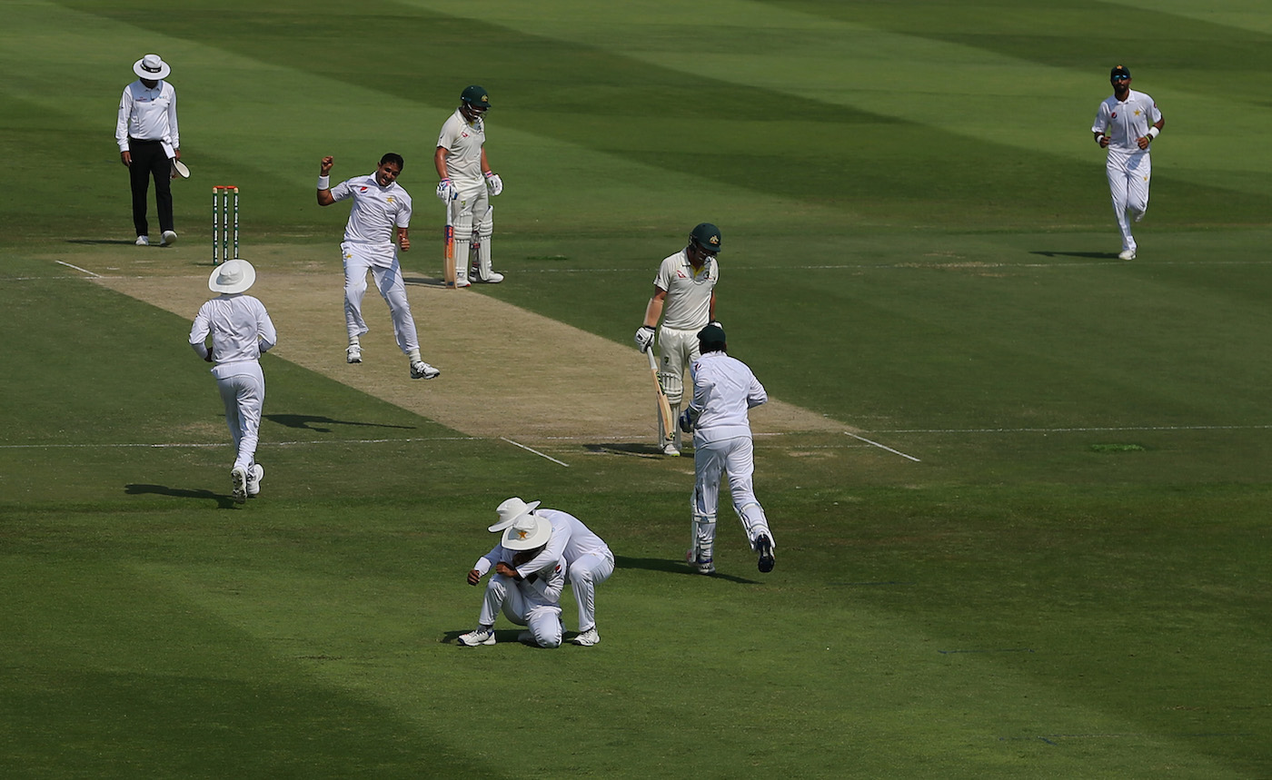 Mohammad Abbas and Bilal Asif leave Australia tottering at 91/7 at Lunch on Day 2 in reply to 282