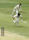 Josh Inglis scampers back to his crease as a throw is hurled at his end, Western Australia v Victoria, Sheffield Shield 2018-19, Perth, 3rd day, October 18, 2018