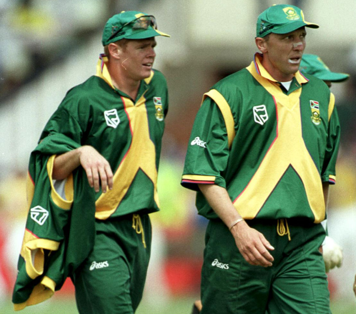Shaun Pollock and Allan Donald walk back to the pavilion
