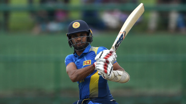 Dasun Shanaka pulls through the leg side