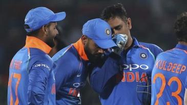 MS Dhoni has some tactics to discuss with Virat Kohli while Rishabh Pant looks on