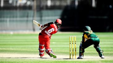 Ashleigh Gardner clears the boundary