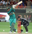 Asif Ali tries to go big, Pakistan v New Zealand, 2nd T20I, Dubai, November 2, 2018