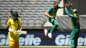 Dale Steyn celebrates removing D'arcy Short