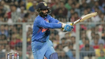 Dinesh Karthik keeps his pull down