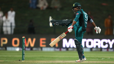 Sarfraz Ahmed makes his frustration clear