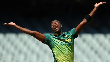 Lungi Ngidi appeals for an lbw