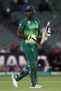 Lungi Ngidi had to deal with a broken bat mid-innings, Australia v South Africa, 2nd ODI, Adelaide, November 9, 2018