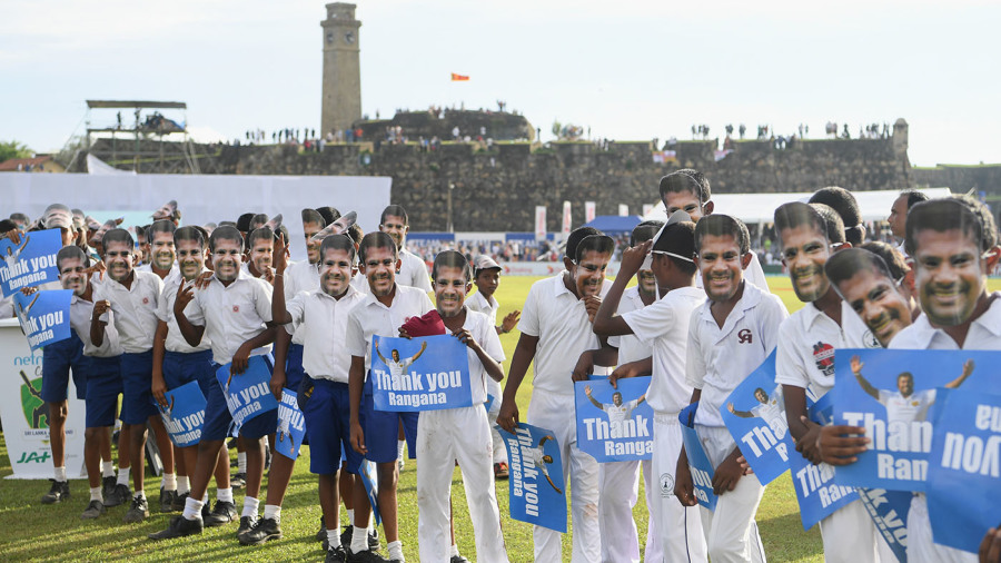 School children show their appreciation for Rangana Herath