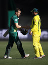 David Miller gets a handshake from Aaron Finch, Australia v South Africa, 3rd ODI, Hobart, November 11, 2018