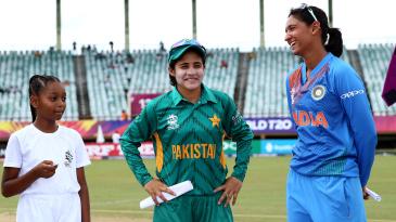 Captains Javeria Khan and Harmanpreet Kaur at the toss