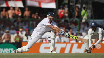 Bait and switch hit: Kevin Pietersen goes lefty