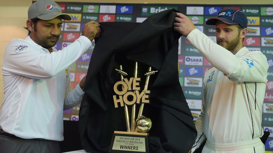 The two captains reveal the trophy